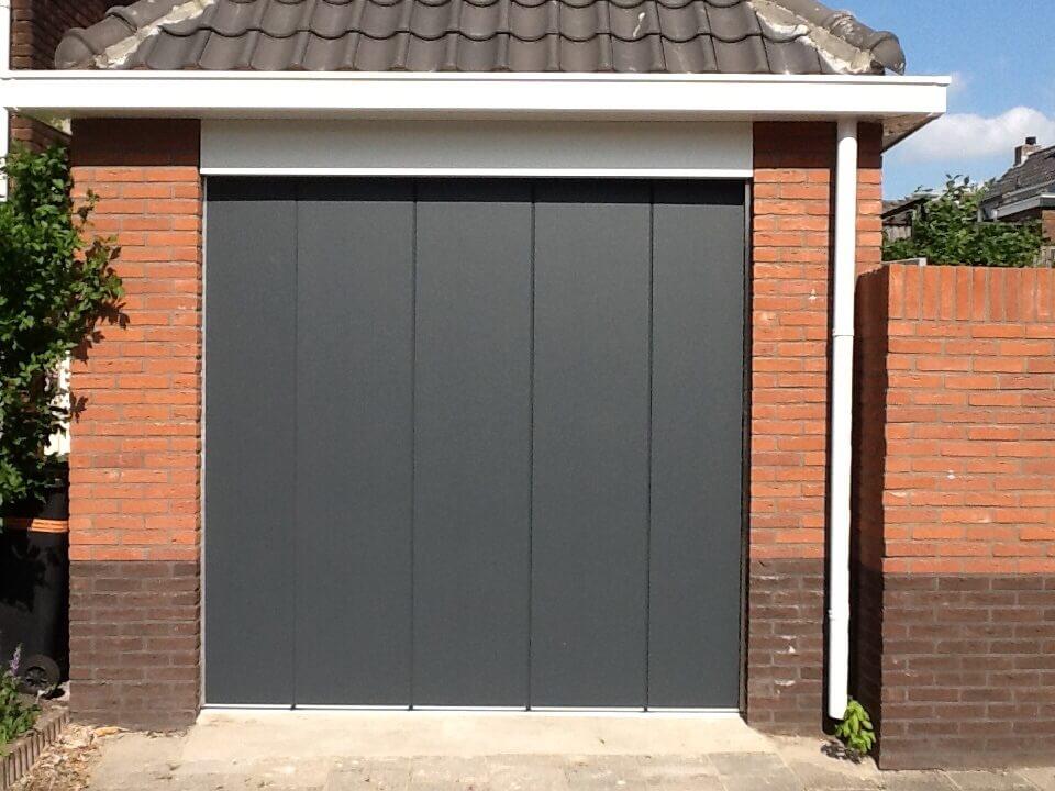 Tijman Kozijnen - zijdelingse garagesectionaaldeur